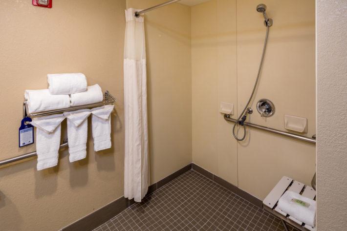 Best Western Plus Airport Inn & Suites Oakland Hotel Bathroom