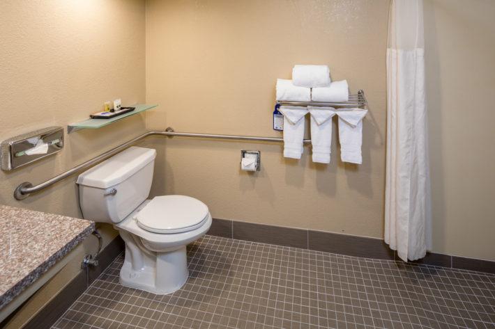 Best Western Plus Airport Inn & Suites Oakland Hotel Bathroom 2