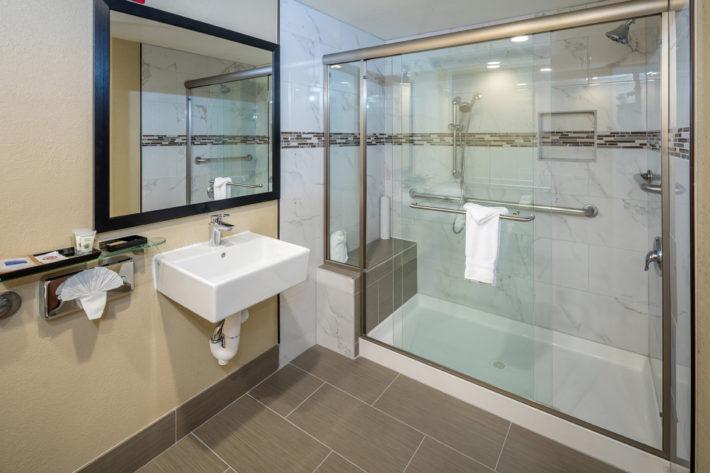 Best Western Plus Airport Inn & Suites Oakland Hotel Bathroom 3
