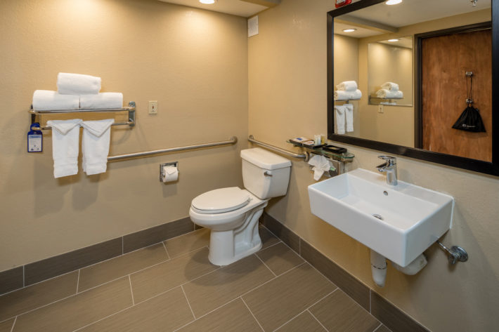 Best Western Plus Airport Inn & Suites Oakland Hotel Bathroom 4