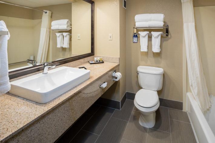 Best Western Plus Airport Inn & Suites Oakland Hotel Bathroom 5
