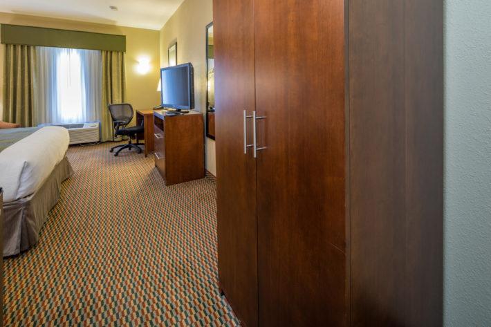 Best Western Plus Airport Inn & Suites Oakland Hotel King Standard Room 3