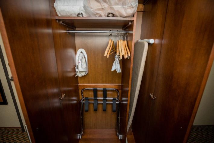 Best Western Plus Airport Inn & Suites Oakland Hotel King Standard Room Amenities