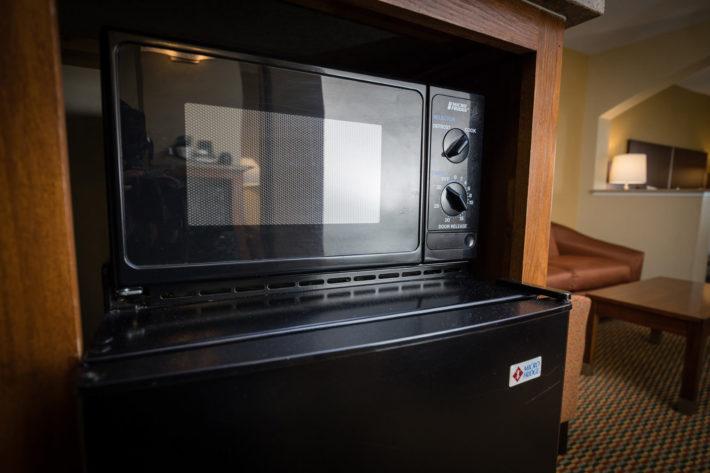 Best Western Plus Airport Inn & Suites Oakland Hotel Microwave