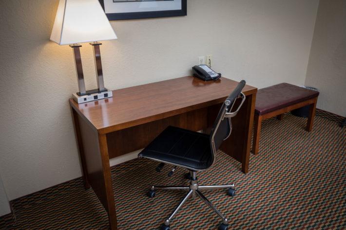 Best Western Plus Airport Inn & Suites Oakland Hotel Room Desk