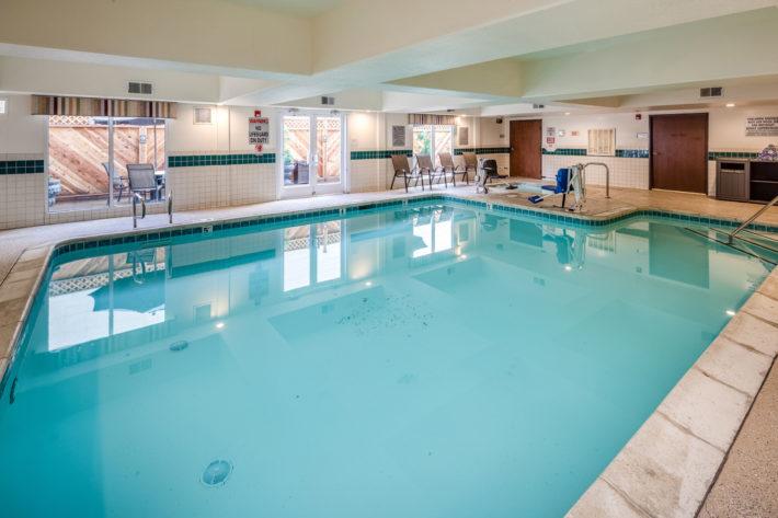 Best Western Plus Airport Inn & Suites Oakland Hotel Swimming Pool 2